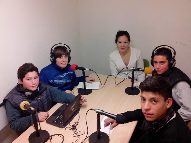 Alumnos de 2do año. de la EEST 1 hablaron sobre Bullying en Radio ECO
