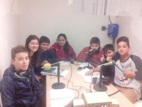 Alumnos de primer año realizaron un micro programa en Radio ECO sobre el sistema solar